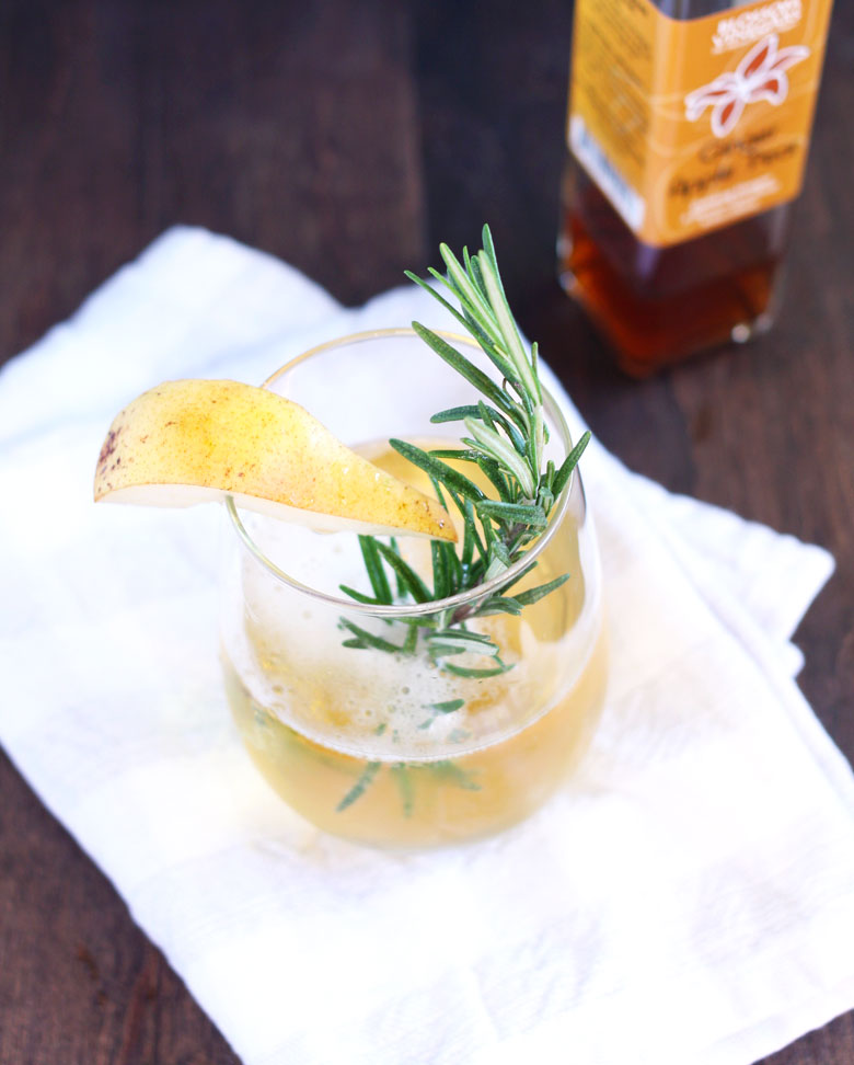 Healthy Holiday Drinks + Tips for Staying Healthy During the Holidays // 24 Carrot Life #DrinkVintage #seltzer #healthytips