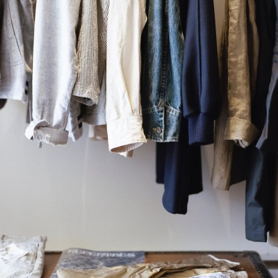 How to Sell or Donate Used Clothing // 24 Carrot Life #sustainablefashion #nowaste