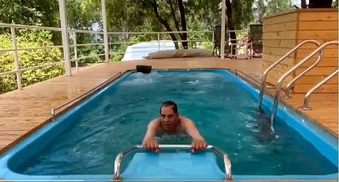 Dharmendra was seen working out in the swimming pool at the age of 85