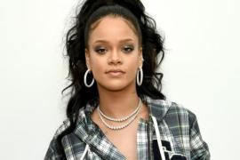 "Rihanna Shares Lingerie Photo: ""NAUGHTY-Not-NICE"""
