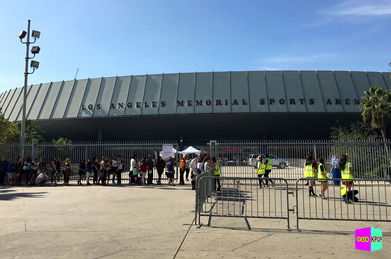 Line for EXO at LA Memorial Sports Arena