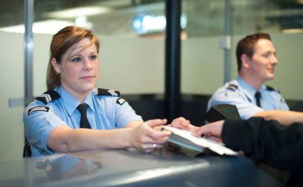 Weinig 'look alike'-fraude met Nederlandse paspoorten