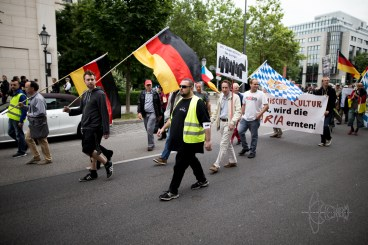 Frei.wild shirts and neonazis lead the PEGIDA march.