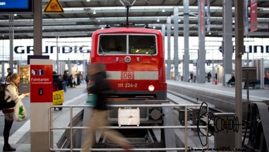 hbfleer 220915 11 - DB train service to Austria/Budapest closed down - no more refugee arrivals at Munich central station