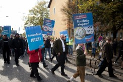 Neonazi leaders from the Kameradschaft Berchtesgadenerland march amongst the AfD protestors. Some of them have been charged of crimes with explosives involved.