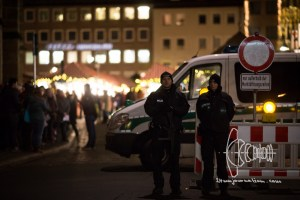 schutzmac39fnahmen nuremberg 20161220 3 - Armed police guard world's largest christmas market in Nurnberg