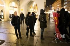 2017-03-07 Verurteilter Rechtsterrorist Karl-Heinz Statzberger steht mit anderen bekannten Rechtsextremen etwas abseites der Kundgebung . PEGIDA München am Karlsplatz, Stachus. Etwa 40 Personen beteiligen sich an der Kundgebung des Münchner PEGIDA Ablegers. 13 Gegendemonstranten werden verhaftet, nachdem sie auf eine Gruppe Neonazis mit Transparent zudrängten. In unmittelbarer Nähe zur Kundgebung wird ein HAkenkreut frisch gesprüht.
