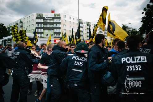 After Robert Timm declares the march is ended now- Identitarians push into police - far-right activists clahs with police