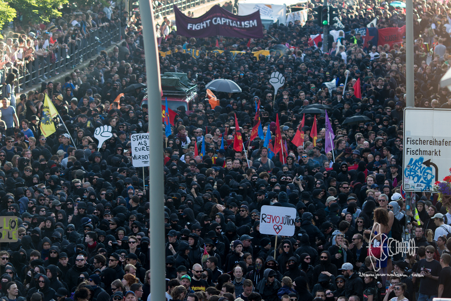 More then 10.000 participate in the anti-G20 demonstration
