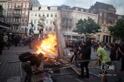 Activists bbuilding barricade