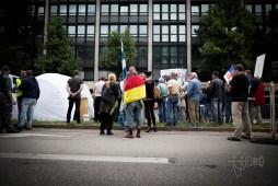 """""""Besorgte Bürger"""" holding speeches full of hatred against refugees."""