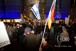 """PEGIDA gathers at Münchner Freiheit - only about 200 have come. One of the founding members states: """"I am not going to walk on this day - but you all can"""""""