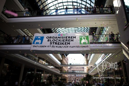 """Banner in """"Mall of Berlin"""""""