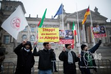 More than 500 people rallied in front of the Reichstag in Berlin in solidarity with the civilians stuck in Aleppo. The demonstration demanded Putin to stop bombing.