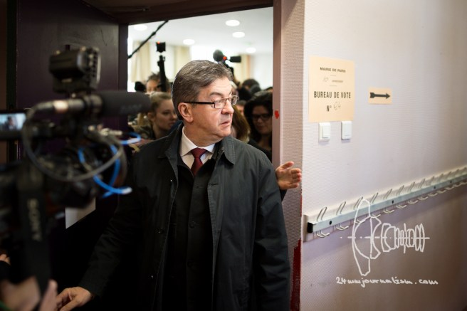 Mélenchon leaves a voting site - shortly after voting