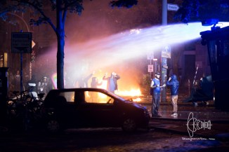Water cannon in use agaisnt people on Neuer Pferdemarkt