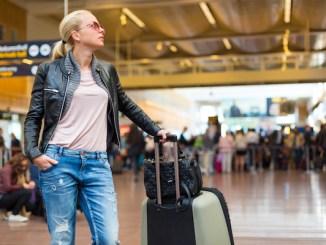lufthavn rejse kvinde kuffert ferie