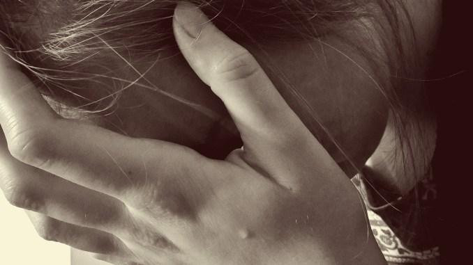 pige offer ked af det trist