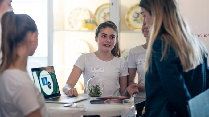 elever skole unge piger studerende