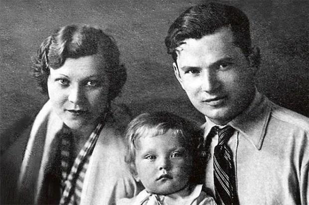 Клавдия Шульженко с семьей