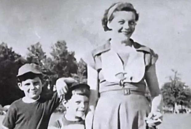 Стивен Кинг с мамой Нелли и братом