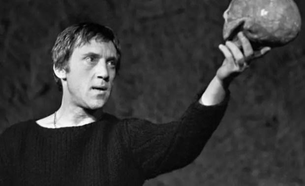 Владимир Высоцкий в роли Гамлета на сцене Театра на Таганке