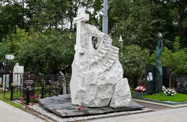 Могила Александра Абдулова на Ваганьковском кладбище