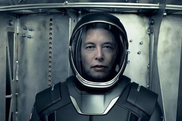 Илон Маск в скафандре «SpaceX»