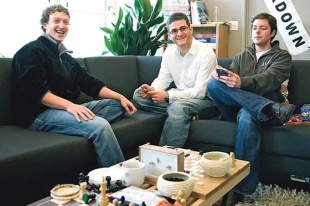 Марк Цукерберг, Дастин Московиц и Крис Хью