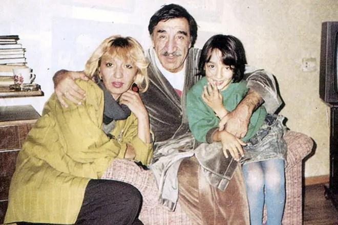 Фрунзик Мкртчян с дочкой и внучкой