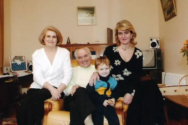 Евгений Дога с семьей