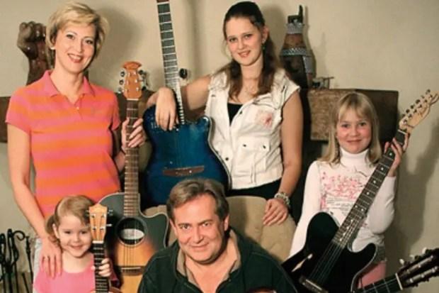 Юрий Стоянов с женой Еленой и детьми