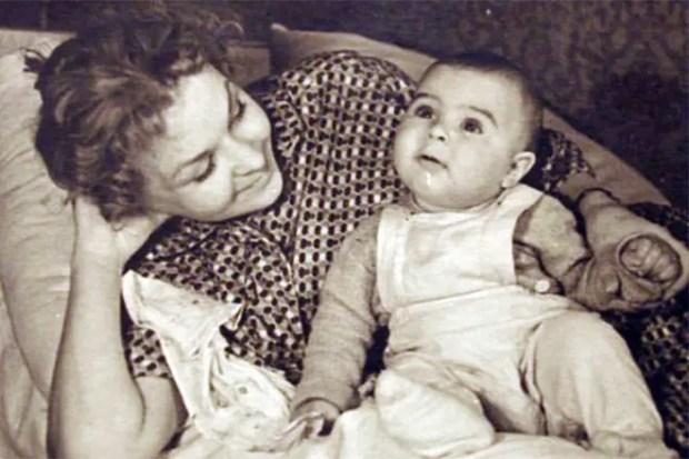 Нина Ургант с сыном