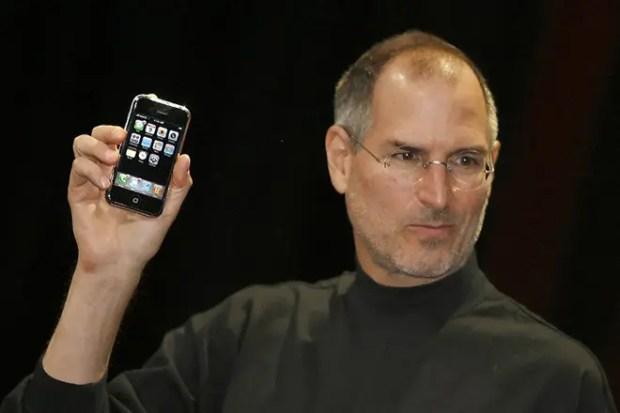Стив Джобс представляет новый iPhone