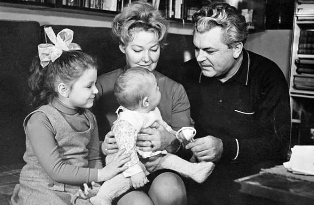 Сергей Бондарчук с семьей