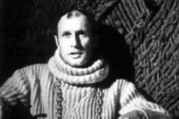 """Александр Пороховщиков в спектакле """"Гамлет"""""""