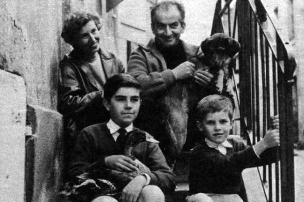 Луи де Фюнес с женой и детьми