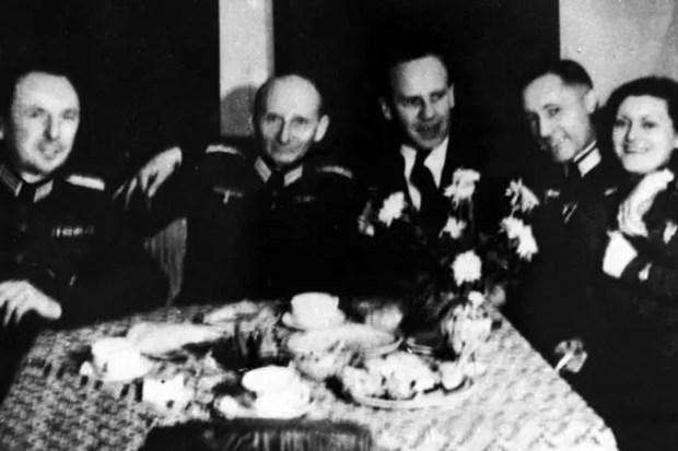 Оскар Шиндлер и офицеры СС