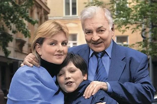Михаил Державин с дочкой и внуком