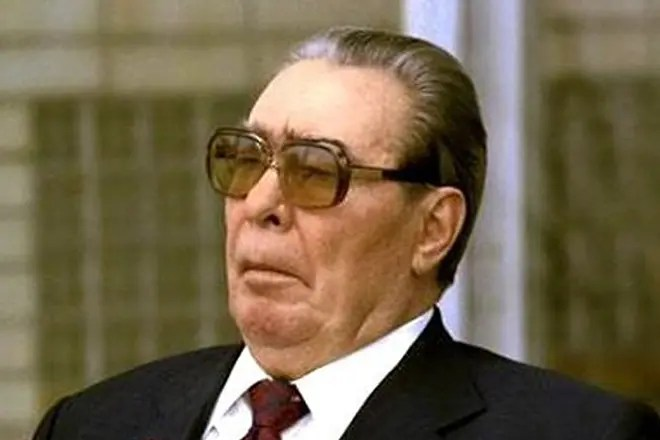 Брежнев занимал высший пост кпсс в