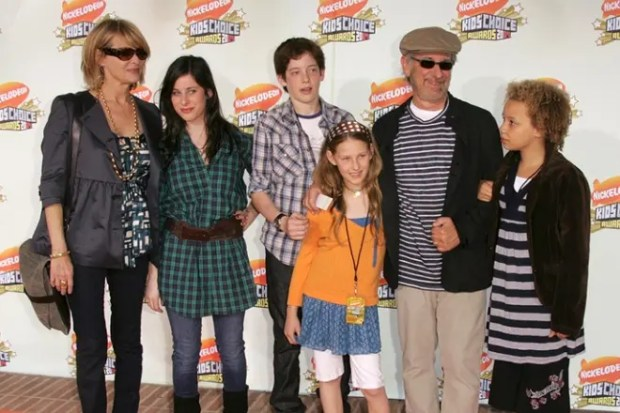 Стивен Спилберг с семьей