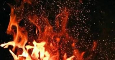 প্রজাতন্ত্র দিবসের সকালে বিধ্বংসী আগুন কলকাতায়,পুড়ে ছাই১০টি ঝুপড়ি
