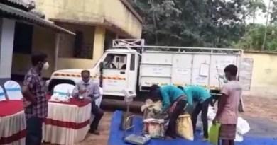 ঝাড়গ্রাম জেলায় পরীক্ষামূলকভাবে শুরু হল 'দুয়ারে রেশন'