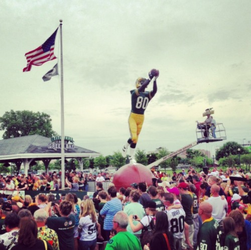 Former Packers receiver Donald Driver has a statue unveiled in his honor on Saturday. (@Packers)