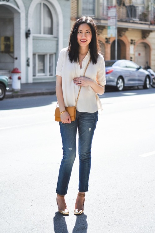 Anh Sundstrom [9 to 5 chic] is maternity chic in Gap jeans