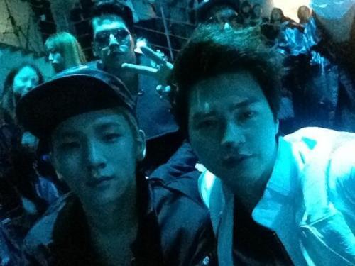 [Photo]Kim Ji Hun's Twitter Update 130326 - With Key @ Seoul Fashion Week: Song Hyemyung Dominic's Way  이틀연속 만난사이 ㅋ Key in the Dominic's Way [Translations]Met for 2 consecutive days ke Key in the Dominic's Way Credit:jiraishin99English Translations: Forever_SHINee[5]