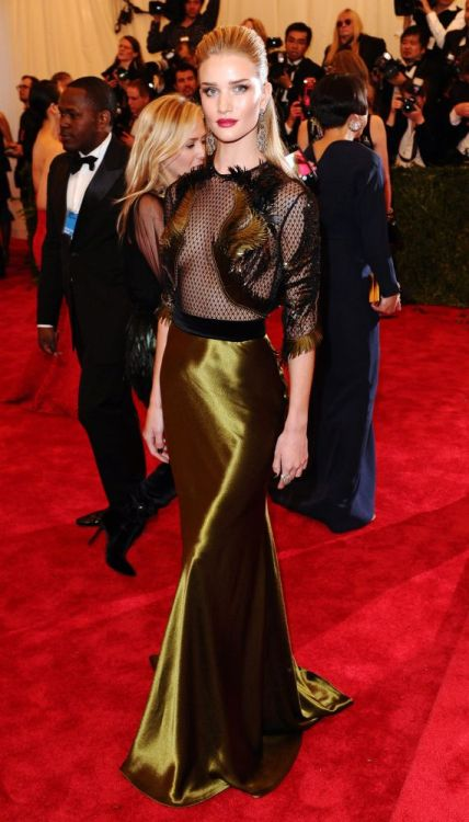 Rosie Huntington-Whiteley in Gucci at the 2013 Met Ball