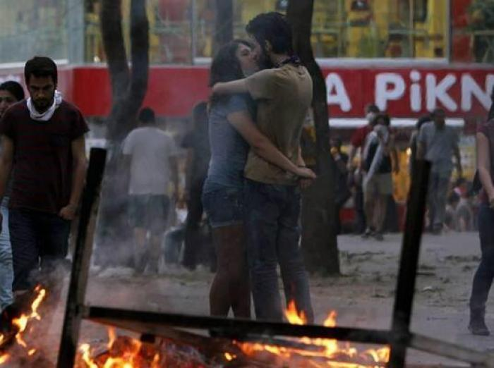 Kissing in Taksim Square