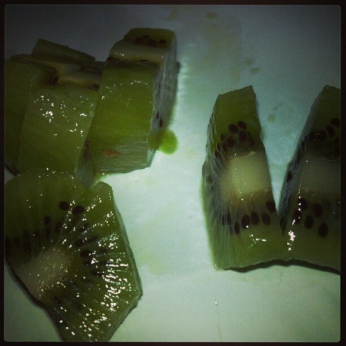 Had a veggie soup for dinner to get my veggies in. Now I'm having kiwi for dessert - Yum!