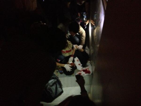 In Besiktas, a heavily wounded man is waiting for an ambulence.